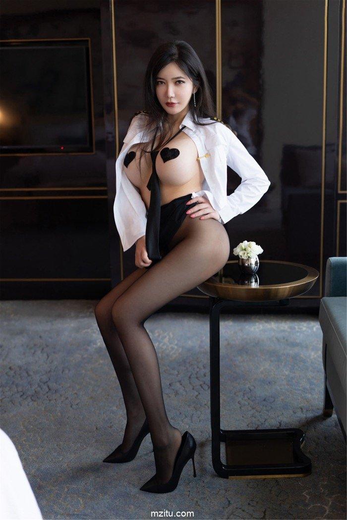 空乘制服难裹人间胸器 女神心妍小公主34E巨乳跃跃欲出