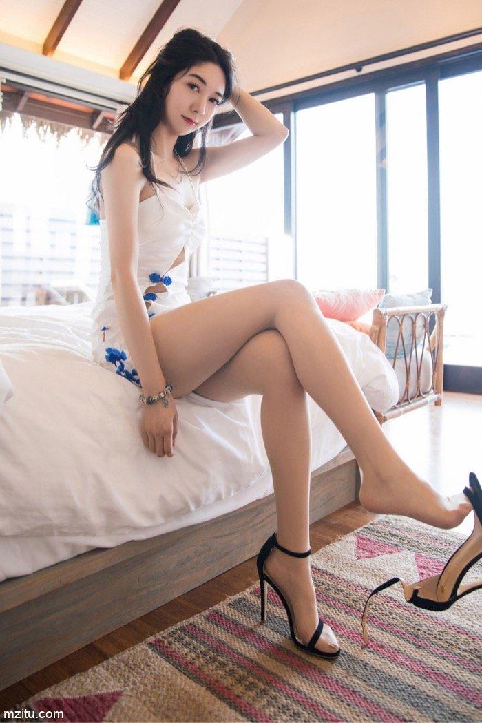 气质美女Angela喜欢猫丝袜诱惑 芊芊美腿让你爱不释手