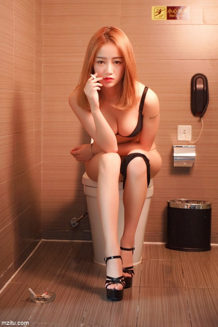 妩媚女人牛奶湿身演绎极致诱惑 成熟性感的身材让人大饱眼福