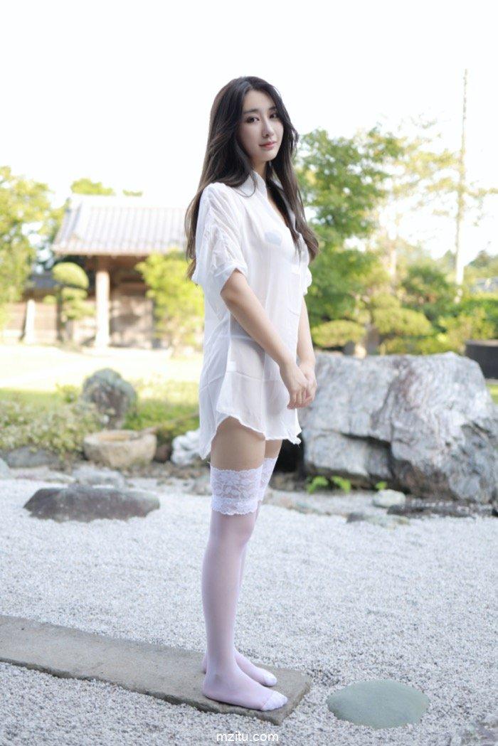 水嫩美女林子欣白衬衫真空露奶,超高颜值简直完美