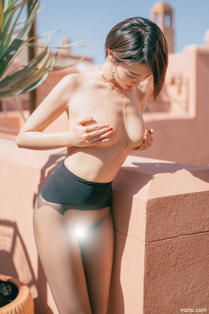 大胆露出诱人深入 黑丝少妇冯木木顶级人体艺术写真