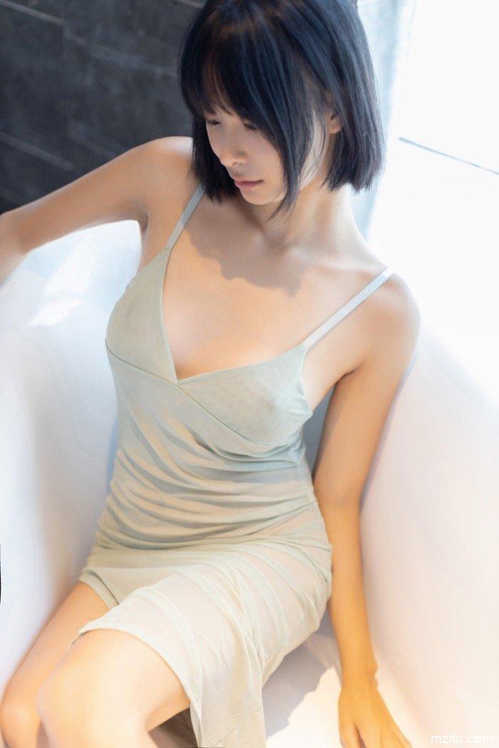 乳房坚挺若隐若现,模特蓝夏Akasha薄纱遮体半露酥胸