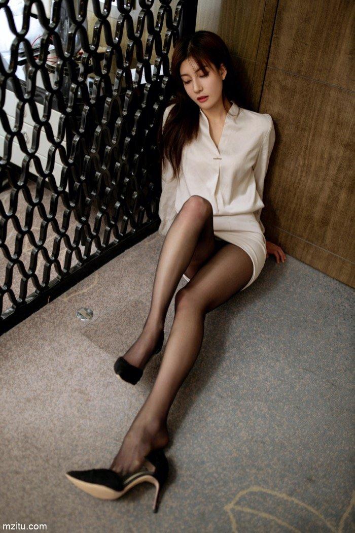 万千男士的梦想!西装秘书林文文好高的颜值好美的脚