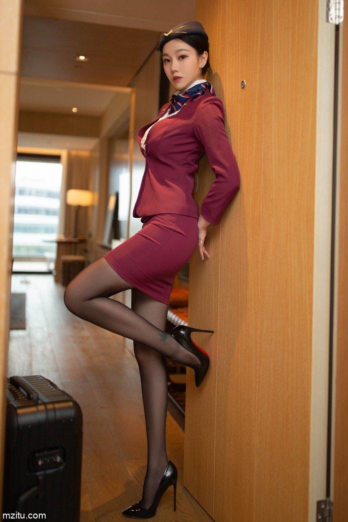 让男人欲罢不能!气质美女安然Maleah空姐制服身材尽显