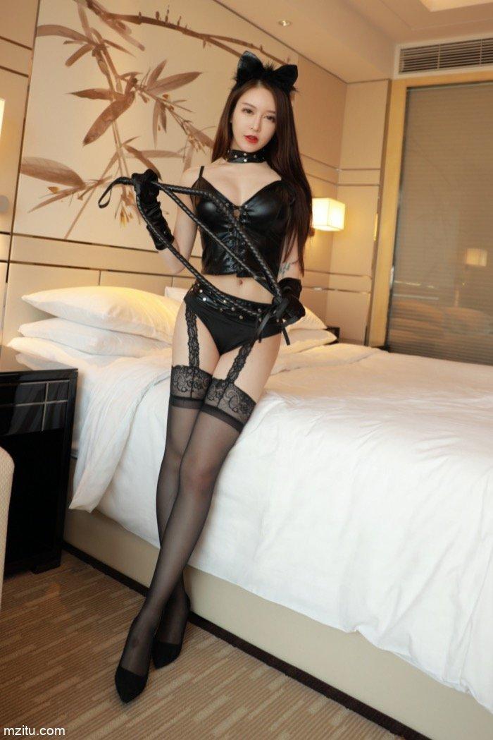 在床上调教模特玉兔miki 皮鞭SM激情迸发