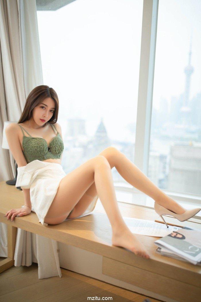 尤物女友夏诗诗床上撒娇,迷人的娇躯欲火难忍