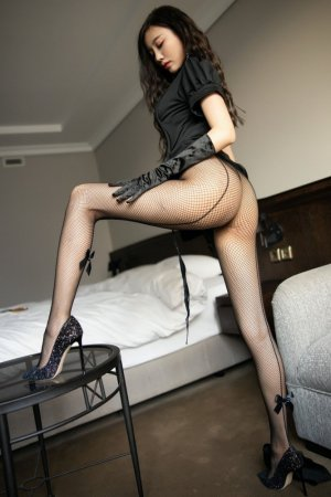 性感致命的黑衣护士 国模尤物杨晨晨巨波蛇腰身姿火辣