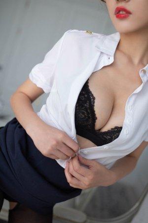 撩起裙子给你看,气质空姐陆萱萱会议室脱衣真撩人