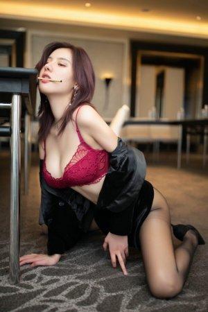 寂寞美女秘书阿朱职场诱惑,秘密会议室大胆销魂