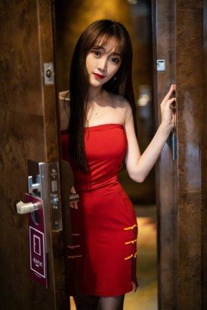 美女模特允儿Claire上门服务,一进房门直接脱衣服