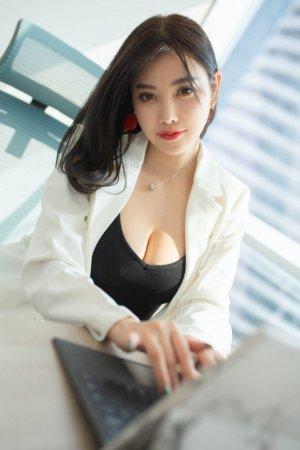 幻想被女上司潜规则?性感女神杨晨晨满足你
