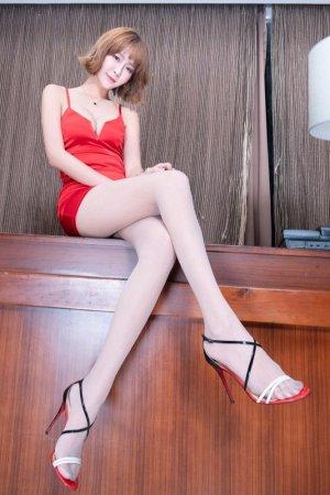 清纯学妹VS性感熟女 台湾美女双重魅力满足你的遐想