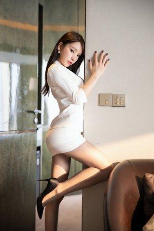 风骚美女周于希脱衣自W人体艺术 沉醉表情诱人深入