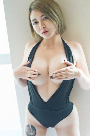 性感美女凯竹BuiBui开胸装大秀白嫩美乳 雪白D奶呼之欲出